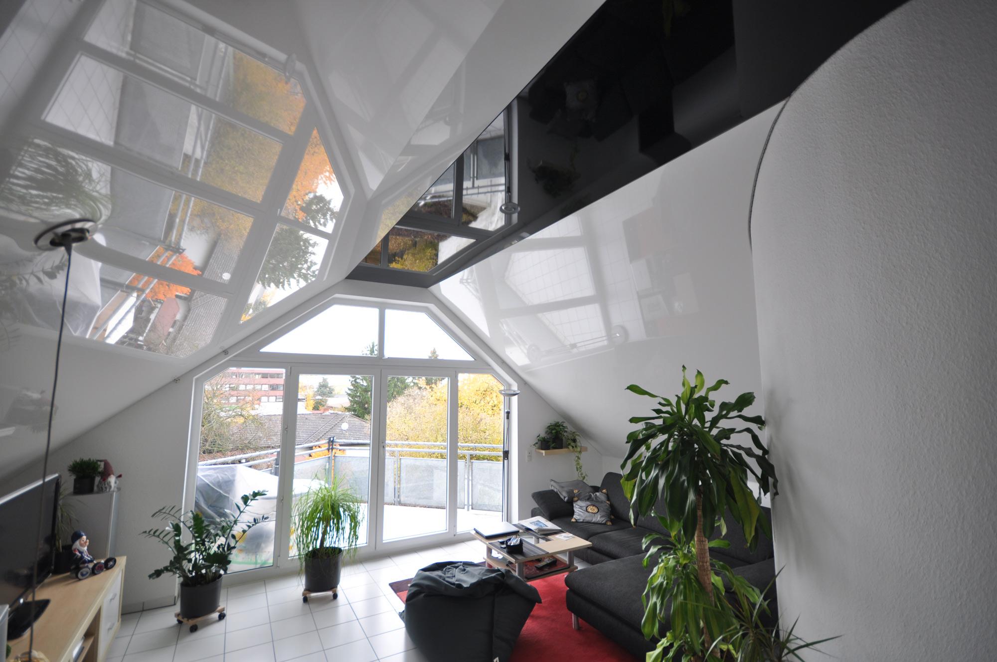 Wohnzimmer mit Dachschraege: CBSpanndecken